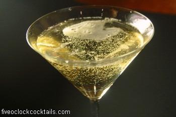 rose maura lorre receptúra champagne martini cointreau maraschino luxardo fee brothers peach bitters martini