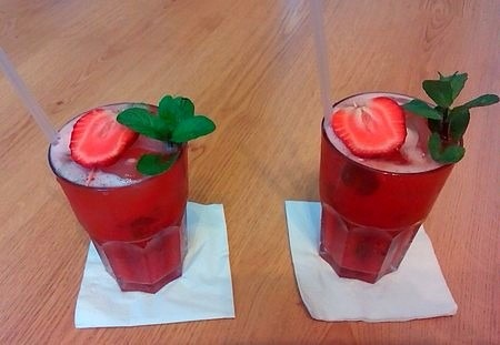 mentás limonádé eperpürével limonádé receptúra alkoholmentes
