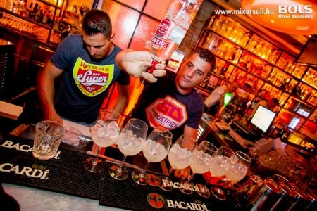 bacardi original bar daiquiri floridita daiquiri aperol spritz spatini vodkafröccs vodka rum bacardi smirnoff bártúra bols mixer akadémia aperol