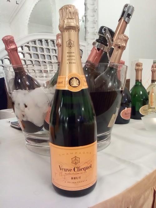 pezsgő kóstoló champagne buborék fesztivál veuve clicquot ruinart alfred gratien