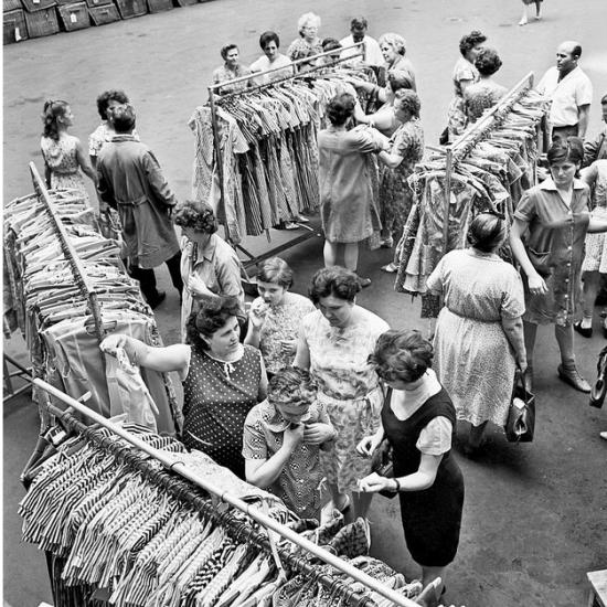 Harc a ruháért  - Népszabadság/archív - Bánhalmi János