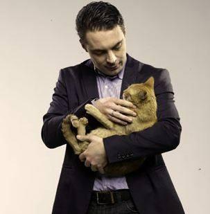Vona Gábor macskával