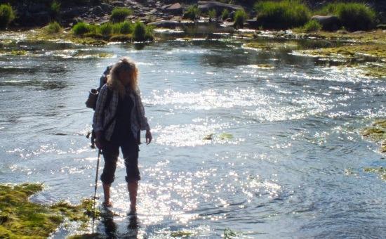 Erika folyóátkelés közben
