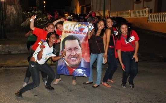 Egyetemisták ünneplik az elnök hazatérését február 18-án