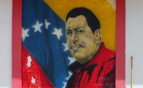 Venezuela szerte Chávez képek borítják a házak falait