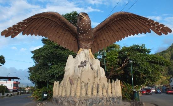 Guácharo szobor Caripe bejáratánál - élő madárról képet készíteni sajnos nem lehet
