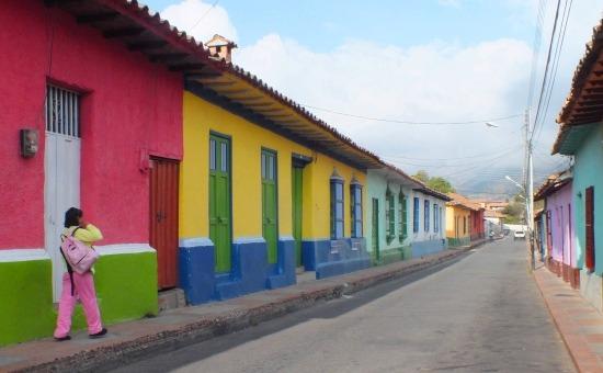 Klasszikus utcakép Mucuchíesben - kevés színesebb falu van az Andokban