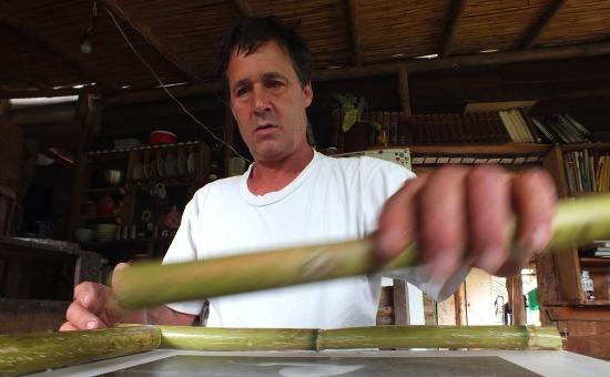 Készül a képkeret, természetesen bambuszból