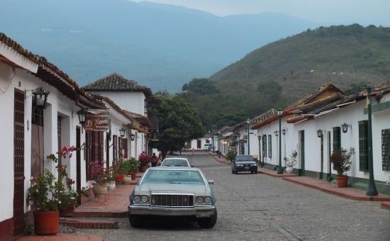Ódon házak és öreg kocsik - ez San Pedro del Rio