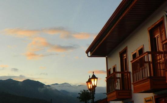Salentói naplemente, háttérben a Cocora-völgy hegyeivel