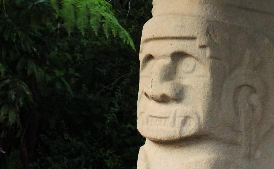 Doble yo, a két énű szobor földi arca