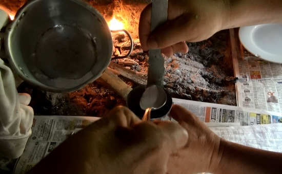 Jelenet a készülő filmből: Szódabikarbóna a löttybe