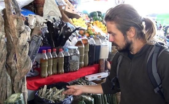 Ayahuasca, San Pedro kaktusz, lámaembrió, maca - ettől színes a cuzcói piac