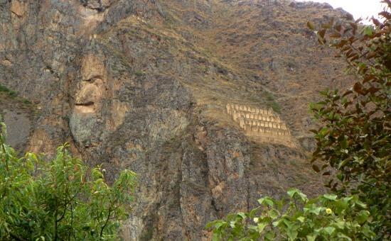 Virakocha zsákos vándorként tűnik fel az Ollantaytambót körülölelő hegyekben