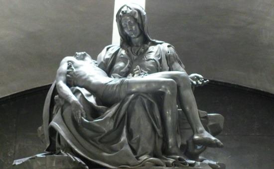 Pieta alumíniumból, az egyház mégis felszentelte