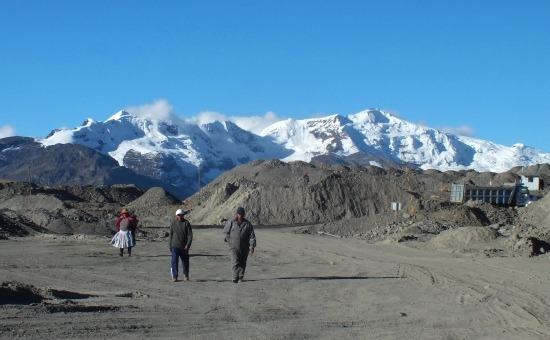 Ananea külszíni bányája és mögötte Rinconada