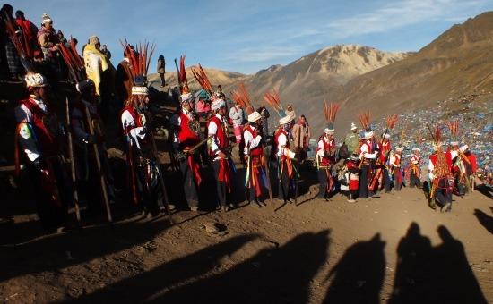 A fotósok várják a ch'unchuk táncát (Qoyllur Rit'i)