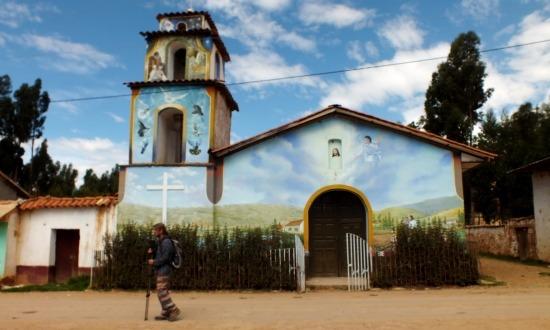 Ahuac falu temploma egybefolyik az éggel