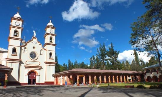 Santa Rosa de Ocopa kolostora üdítő látvány a jellegtelen Mantaro-völgyben