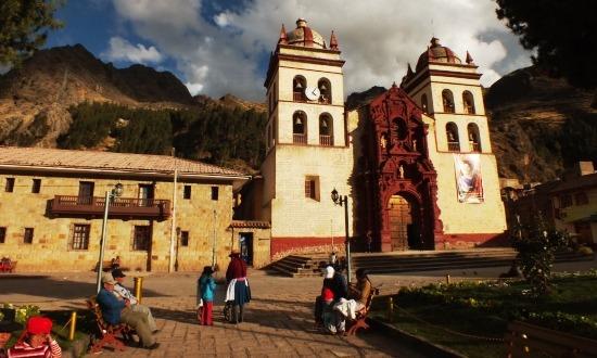 Huancavelica szép helyen fekszik, szép a főtere és ennyi