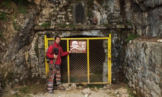 A bányák bejárata felett máig látható a spanyol királyi címer