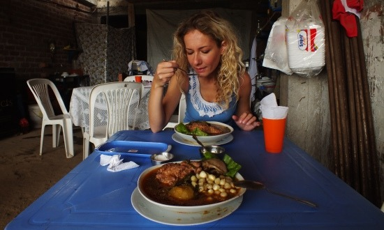 Az adobo Peru sajátossága, de Pichariban a disznó fejéből készítik