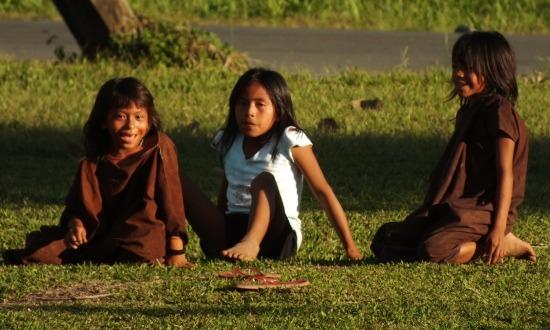 A lányoknak első menstruációkor levágják a hajukat és elzárják őket a közösség többi tagjától