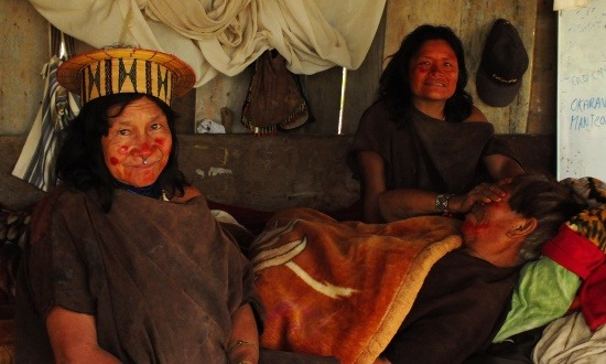 Katia és Szanko együtt alszik Amadeóval