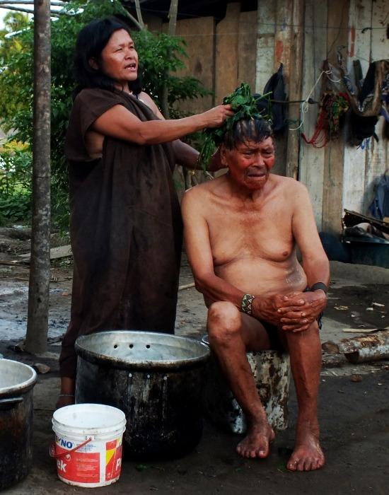Másnaposságra forró achiote fürdő javallott