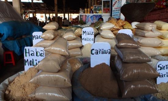A piacon rengeteg fűszer kapható, csak nem tudom, mire használják, mert főzéshez biztosan nem