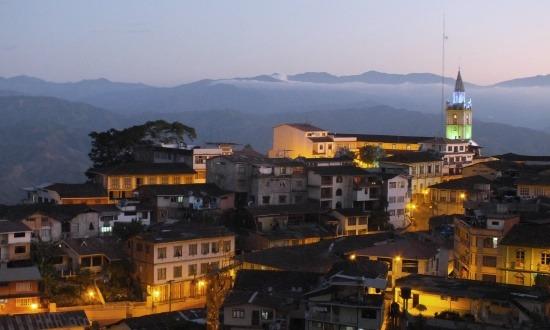 Zaruma városa valamivel naplemente után