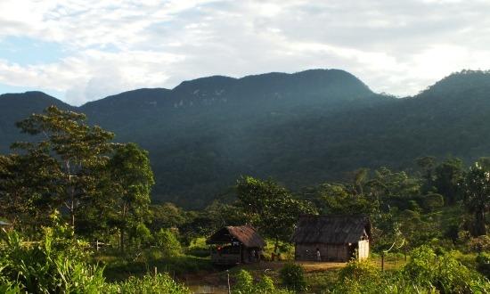 Coangos faluja csodás helyen fekszik