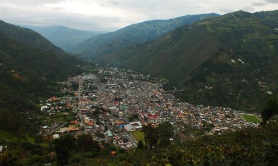 Baños szép vöégyben fekszik, csak erdő nincs sehol