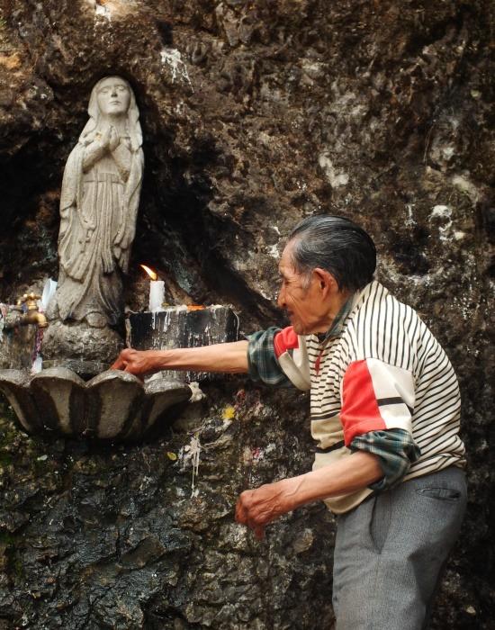 Sok ecuadori máig hisz abban, hogy kérését meghallgatja a Mária szobor
