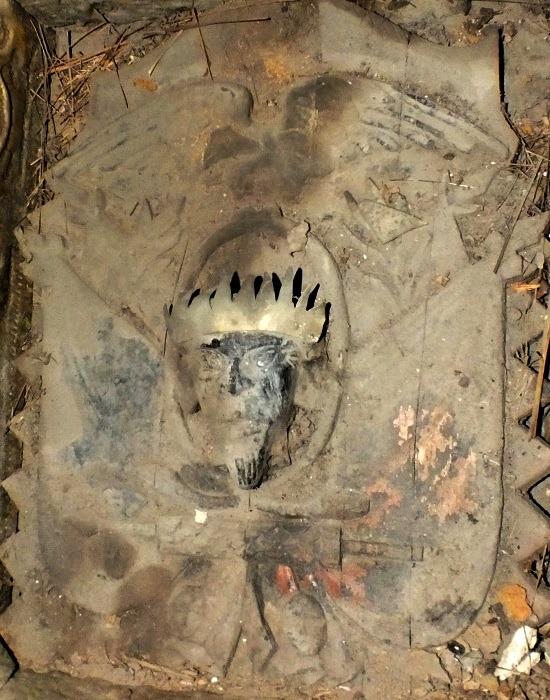 A szakálas és koronás király az ecuadori címerrel a legizgalmasabb lelet