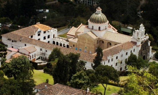 Guapulo temploma Quito óvárosa alatt fekszik