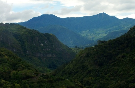 Kilátás a Tama Nemzeti Parkra a busz ablakából Delicias felé