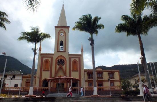 Ragonvalia főtere és temploma