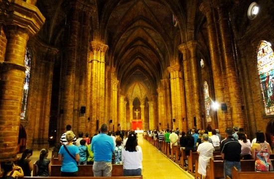 Vasárnap esti mise Rubio neoklasszikus templomában
