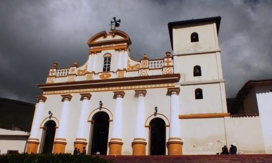 Jajó egyetlen látnivalója a főtéren álló templom