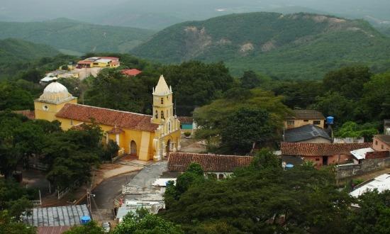 San Luís faluja a kálváriáról fotózva