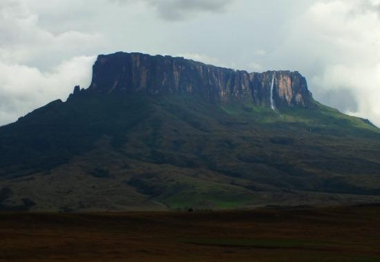 A Roraima túrát a szomszédos és fotogénebb Kukenánnal adják el