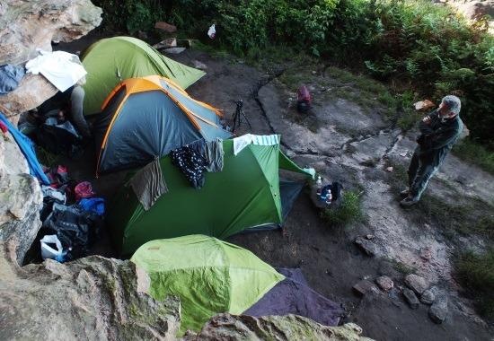 A Hotel névre keresztelt sátortábor
