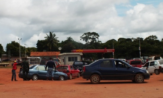 Hihetetlen! Benzinhiány Venezuelában
