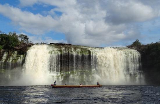 A Salto Hacha közelről, alacsony vízálláskor