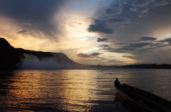 A Canaima-lagúna naplementekor