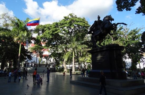 Plaza Bolívar, a nemzeti hős lovas szobrával