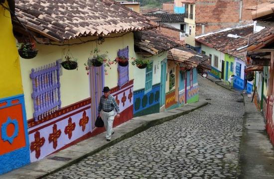 Guatapé házainak lábazata szimbólikus