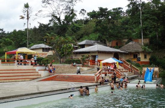 Jumandi zavaros vizű medencéje