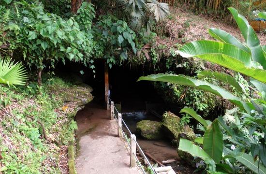 A barlangba nem vittünk fényképezőt, de ilyen a bejárata